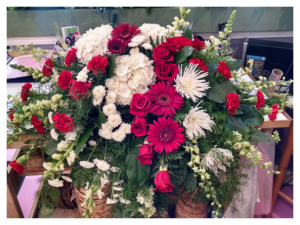 Rosamungthorns Red and White mix Casket Spray